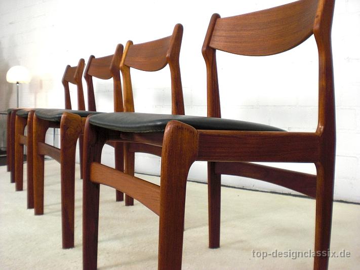 Zum Verkauf Steht Ein Set Von Vier Komplett Restaurierten Danish Design  Dining Chairs Der 60/70er Jahre In Teakholz Mit Skaileder Neubezug.